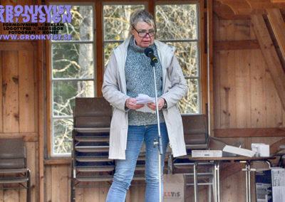 Muskö hembygdsförenings ordförande Ulla-Britt Öhman hälsar alla välkomna till Valborgsfirandet på Grytholmen, Muskö Foto: Bengt Grönkvist