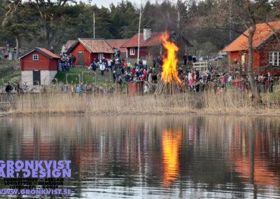 Valborgsmässoelden brinner på Grytholmens friluftsmuseum på Muskö. Foto: Bengt Grönkvist